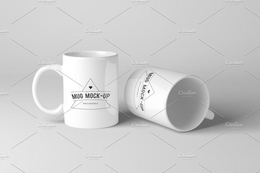 Realistic Mug Mockup PSD